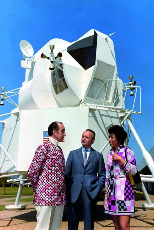 Emilio Pucci at the NASA Space Center, in Houston, Texas with a model of the Lunar Excursion Module, September 30, 1969.