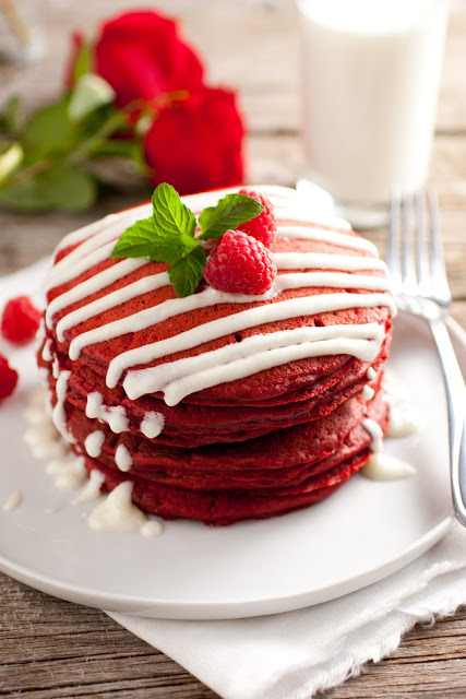 gastrogirl:  christmas red velvet pancakes with cream cheese glaze.
