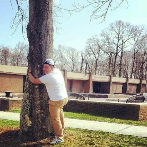 Earth Day!!!!!! #earthday #tree #hug #nyit  (at NYIT - Harry Schure Hall)