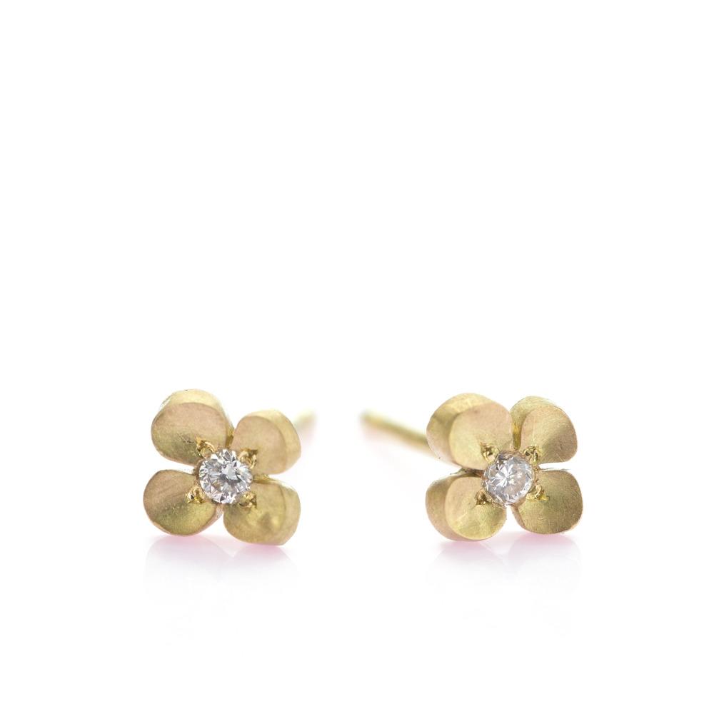 白バック お花のピアス ゴールド、ダイヤモンド 屋久島の菜の花