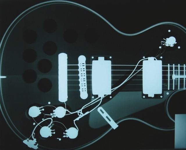 waitingherefornothingtocome:  X Ray of a Gibson Les Paul