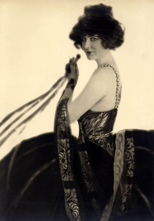screengoddess:  Julian Eltinge 1922