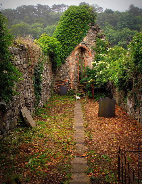 bluepueblo:  Ancient Church, Derrry, Northern Ireland photo via kurchina