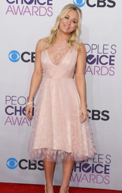 2013 PEOPLE'S CHOICE AWARDS - KALEY CUOCO  2013 has sure kicked off with a fabulous start in Hollywood, with the 2013 People's Choice Awards taking place today. The hottest stars in tinsel town attended the event at the Nokia Theatre in Los Angeles and we assure you that there was plenty to see when it came to the hot frocks and shocks in the fashion stakes! Here are the hottest red carpet photos for YOUR viewing pleasure! Image Source: Just Jared