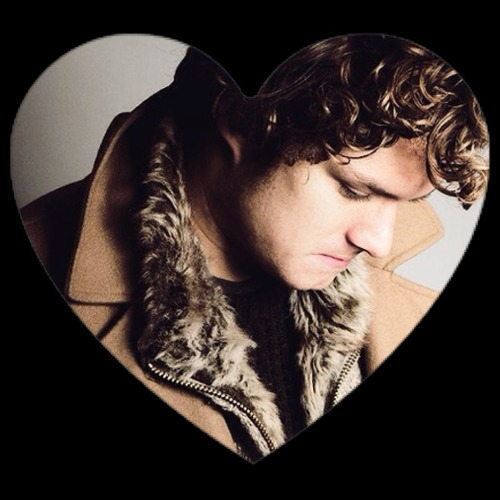 we-heart-unicorn-power:  Finn Jones <3 he's so gorgeous inside and out !