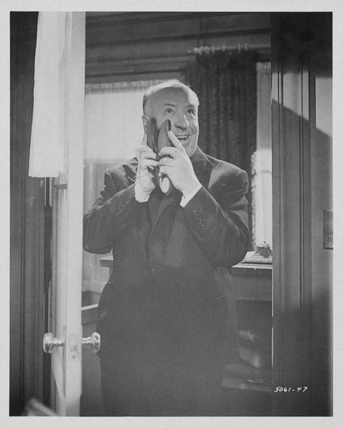 Alfred Hitchcock on the set of Psycho (1960). (Via)