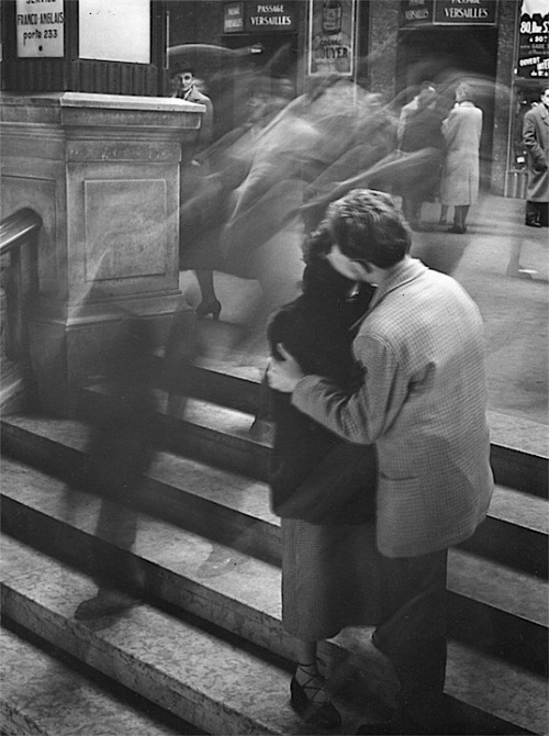 "© Robert Doisneau, 1950, Baiser Passage Versailles, Paris I watched the documentary ""Searching for Sugar Men"" a few days ago with my sister from another mister, Joana - a documentary about the incredible artist Sixto Rodriguez. Now so many of his songs echo through my ears, and as I'm sitting here watching this beautiful photograph Vitor posted a few days ago these lines don't leave my mind: ""The sweetest kiss I ever got, is the one I've never tasted."" (from the breathtaking song ""Cause""). If you haven't seen this documentary yet: GO WATCH IT! The word amazing, a word I use too often, is way to weak for describing such a wonderful piece of art. (thanks to / via: luzfosca) » find more of Magnum Photos here «"