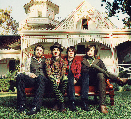 thecosmicblondefashion:  Panic at the disco: The Pretty Odd years.