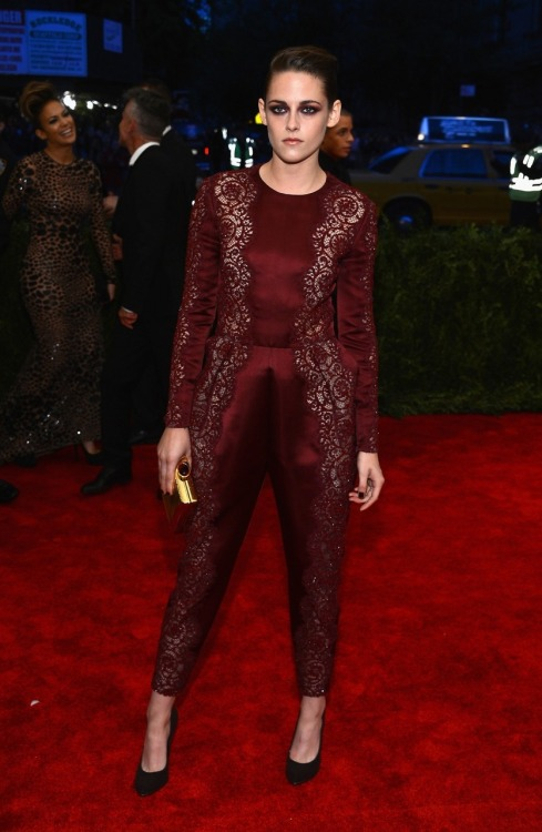fashionprisoners:  Kristen Stewart at the Met Gala 2013 wearing Stella McCartney.