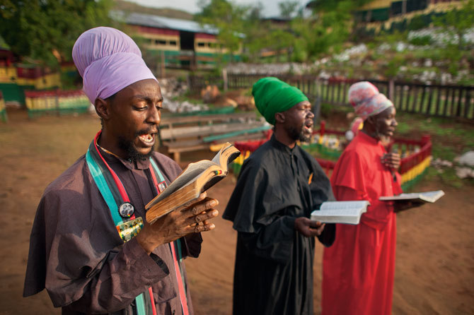 Jah No Dead — Idrens from Bobo Shanti Order chanting Ises. So...
