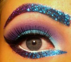 i neeeed to do my makeup like this for EDC! ;)