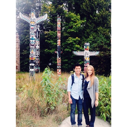 🍁👲👸🚴 (at Totem Poles in Stanley Park)