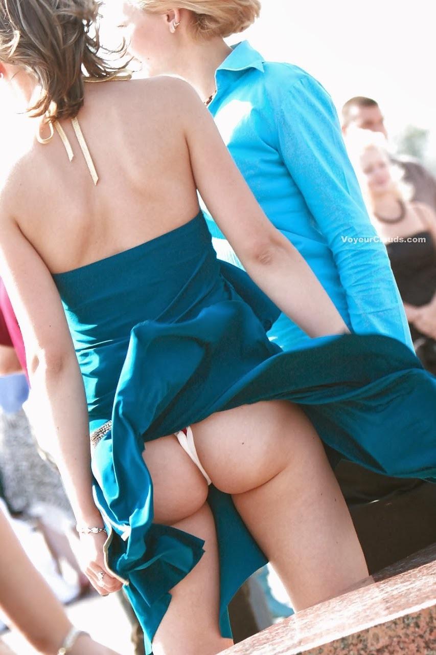Girls in skirts showing their panties