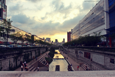 I LOVE THIS PHOTO!! Such a pretty sunset:D Cheonggyecheon river in Korea. Shot near Dongdaemun