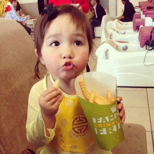 """fries."" #ashley #babysister #oidai #chinesenewyear #chucmungnammoi"