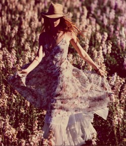 Free People Season : March 2013 Lookbook Title : Flowering Fields Photography : Anna Palma