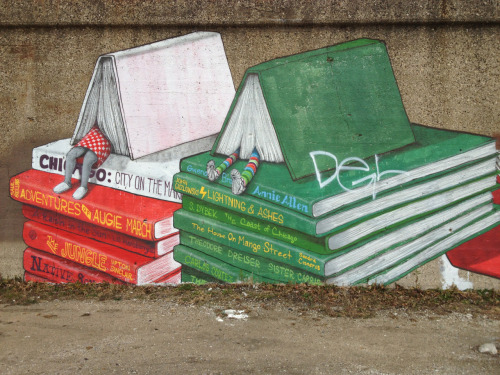 Book-Themed Mural Art In Pilsen, Chicago