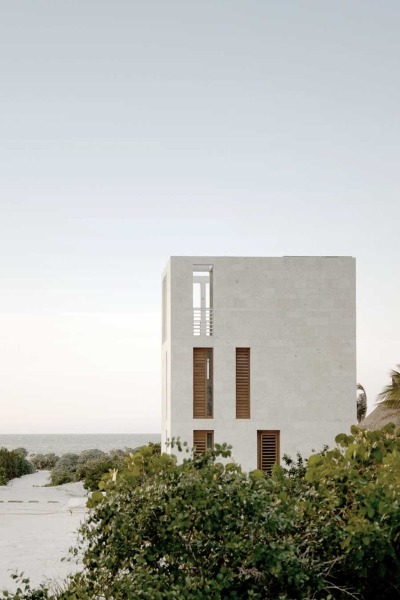 onehour:  PLUG Architecture - Lookout tower house, Mexico.