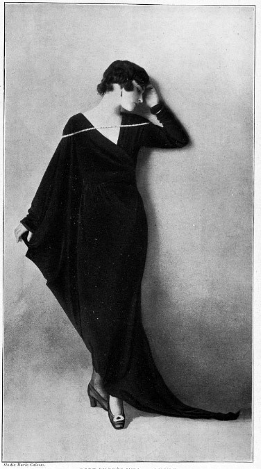 portailblog:  retro-girl811: Elegant French 1910's little black dress, with a pearl necklace. Demoiselle habillée d'une finguante robe noire et portant un divin collier de perles.