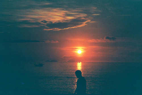22pictures:  Here Comes The Sun by Khánh Hmoong on Flickr.