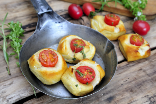 Soft Pretzel Tomato Bites by Haniela's Food & Photography