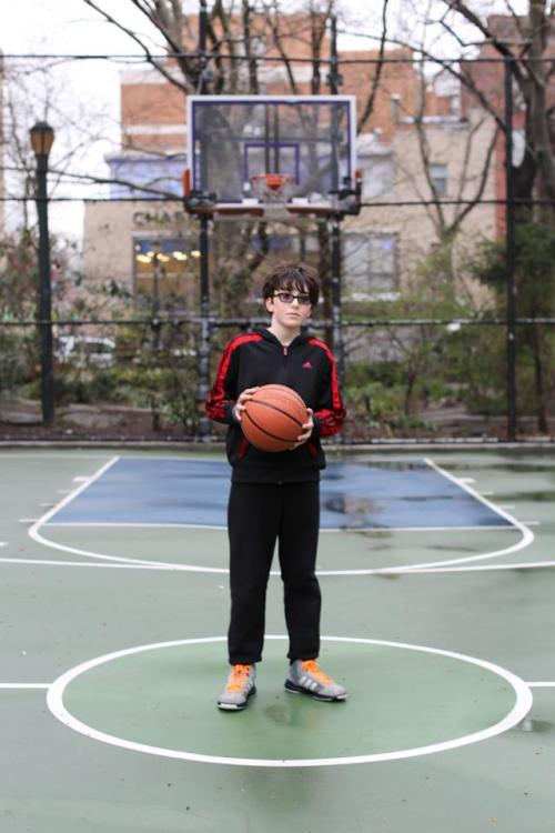 "me copa HONY y este es uno de mis favoritos via humansofnewyork:  ""You got a girlfriend?"" ""I had one."" ""What happened?"" ""That's personal."""