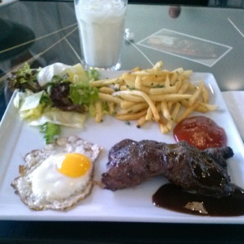 Nice #steak dinner with some #garlicparmaseanfries a small #salad and a #sunnysideupegg. Presentation could've been better.  #Food #steakandeggs #familytime #foodporn  (at Lua Bistro)