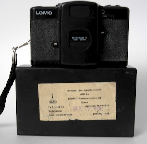 I just took my Soviet-era Lomo out of its case and my hands smell like Chernobyl. Anyone want this thing?  I wandered into the Lomography retail store here in San Francisco this weekend.  They had a replica of this model, but it weighs about 1/4 what this brute weighs.  I suspect it's the use of plastic instead of pig iron and barely-curved glass.