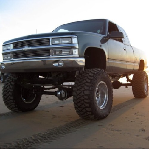 bowtieguyy:  Doing it right! SFA conversion 👌#gmt400 #chevy