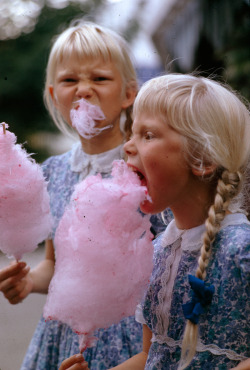 rookiemag:  natgeofound:  Girls eat large swirls of cotton candy in Copenhagen, Denmark, January 1963.Photograph by Gilbert M. Grosvenor, National Geographic  LOVE this. xlaia.