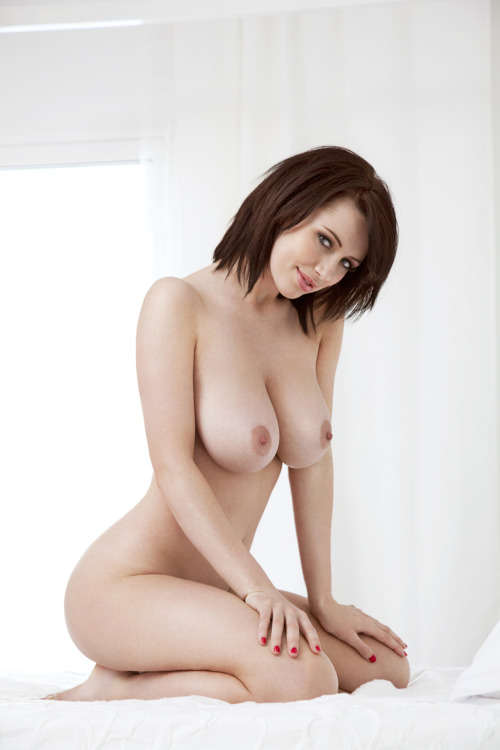 ukglamour:  Sophie Howard