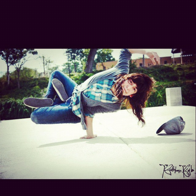 breakdancegirl:  lotus airchair ✌  bgirl all day❤.  Follow me .