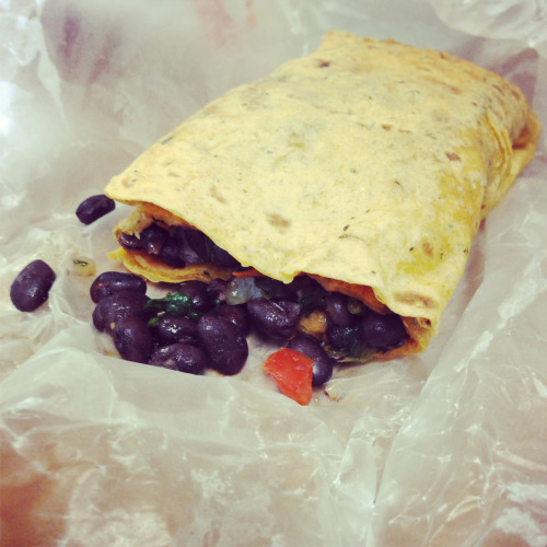 My yummy black bean spinach and peppers burrito! Vegan 😋