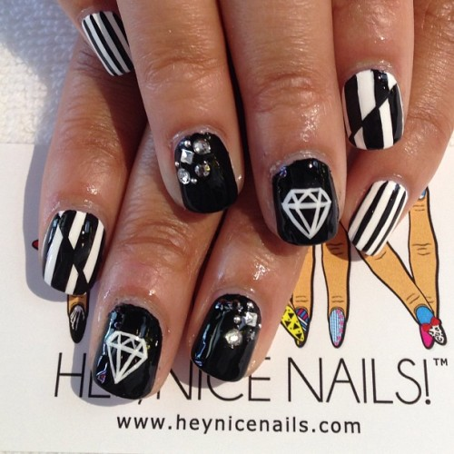 heynicenails:  Black & white mixed mani #nailart #longbeach  (at Hey Nice Nails)