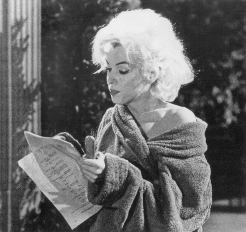 thebeautyofmarilyn:  Marilyn photographed during the filming of Something's Got To Give, 1962.