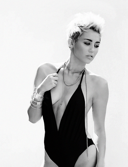Miley is queen