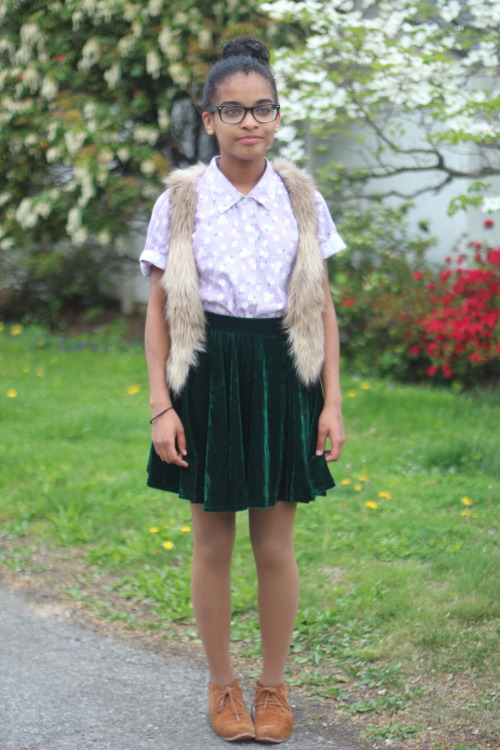 blackfashion:  Daisy top: Denim & co. , velvet skirt: American Apparel, suede oxford booties: Dolce Vita. Paola Parola, 15, NY www.fotographedsole.tumblr.com