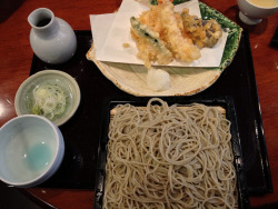紅葉川 天せいろ(花) on Flickr.Tempura and soba. A perfect lunch.