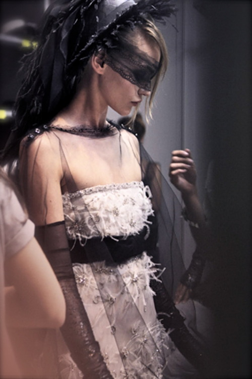 chiffonandribbons:  Backstage Chanel Couture F/W 2011