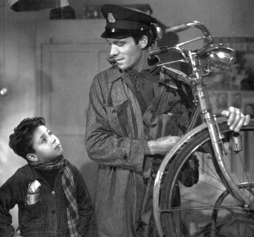 Enzo Staiola and Lamberto Maggiorani in Bicycle Thieves (1948)