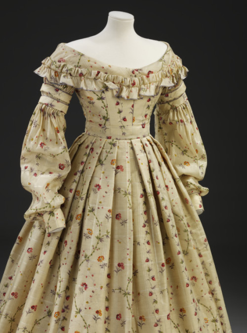 omgthatdress:  Dress 1837-1840 The Victoria & Albert Museum
