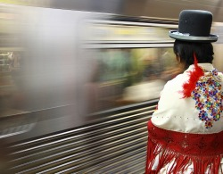 (via ..a espera do metrô…. - Street Photography)