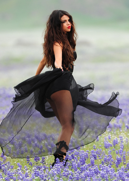 "voguelustys:  on the set of ""come and get it"" music video"