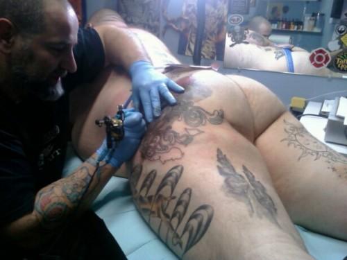 chubpornlover:thechubbyn:sexxxybeasts:Sexy BeastsNice tattootremendo tatuaje.. tremendo culo