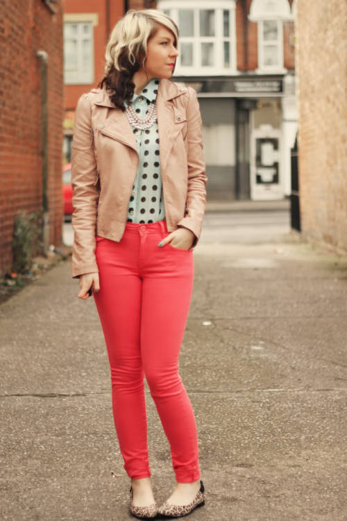 Blogger Charlotte of Girl Next Door Fashion sporting a combo of mint, peach, and coral pink.