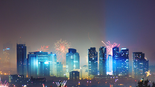 fuckyeahstreetlights:  Fireworks A portion of the Metro Manila skyline during the New Year's eve celebration.  30 seconds, f/8, ISO 200, 300mm.  Photographed by: Paolo Nacpil
