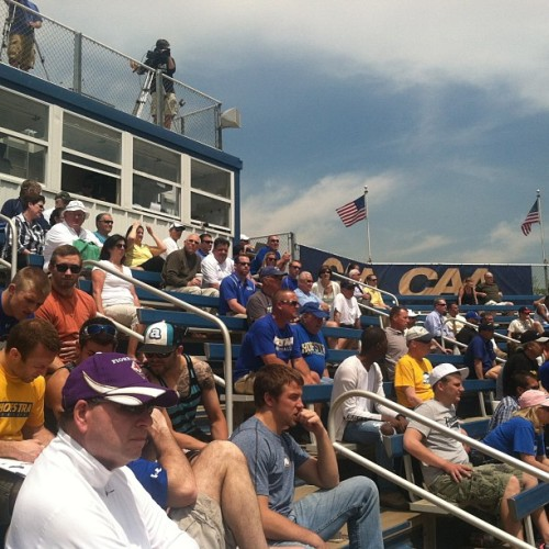 Packed house at the @HofstraSoftball CAA championship game! Pride up 2-0