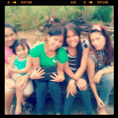 blurry but still pretty…hehehe…♥♥♥ meetng cousins again ths summer hapy  day ej ★★★ @maricarg @nene @mm @talia (at Metropolis exec. Village (west))