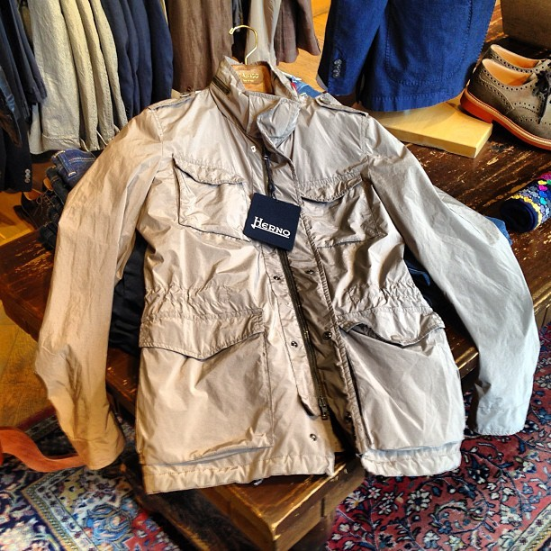 New #fieldjacket #herno @gabuccistore This is just what I need right now #sprezzatura #italian #style #menswear #sartorialist #khaki #casual #loropiana #windstopper #jacket