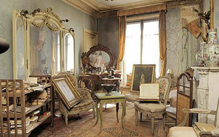 octavineillustration:  Photo of a Paris apartment that sat untouched for 70 years. In 1940, the apartment's owner moved to the South of France and never returned, though she continued to diligently pay to maintain the Paris home. When she died last year, the apartment was opened for the first time so auctioneers could inventory her possessions. Reminds me of Miss Havisham, one of my all time favorite characters. Via: London Telegraph